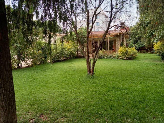 3 Bedroom Villa with Big Garden Near ICS
